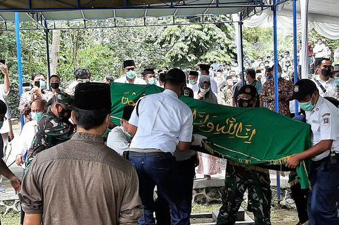 Artidjo Alkostar Dimakamkam di Makam UII Yogya, Ketua KPK: Berpesan Jaga Integritas
