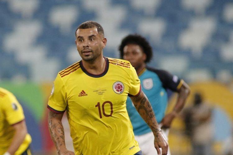 Pemain Kolombia, Edwin Cardona, merayakan setelah mencetak gol ke gawang Ekuador selama pertandingan fase grup turnamen sepak bola Conmebol Copa America 2021 di Pantanal Arena di Cuiaba, Brasil, pada 13 Juni 2021.