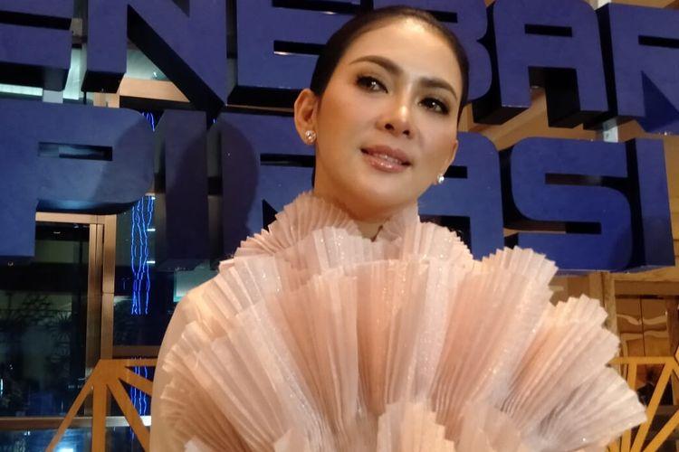 Penyanyi Syahrini saat ditemui di kawasan Pondok Indah, Jakarta Selatan, Senin (25/11/2019).