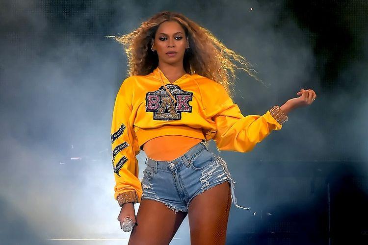 Beyonce tampil di panggung 2018 Coachella Valley Music And Arts Festival Weekend 1 di Empire Polo Field, Indio, California, pada 14 April 2018.