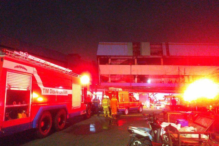 Kebakaran terjadi di Pasar Inpres dekat Terminal Pasar Minggu, Pasar Minggu, Jakarta, Jumat (11/9/2020) pukul 19.50 WIB.