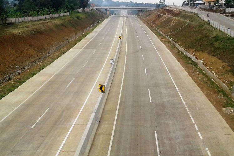 Sejauh ini konstruksi jalur tol utama sepanjang 15,3 kilometer itu sudah rampung. Saat ini penyelesaian marka jalan dan penunjang lainnya masih tersisa sedikit.