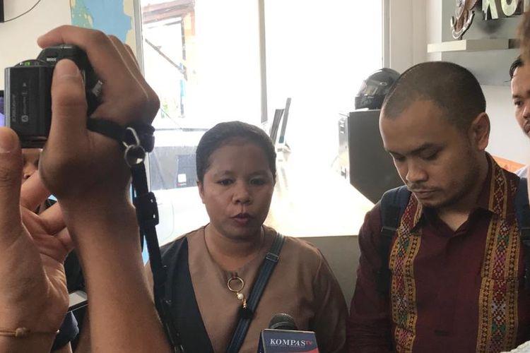 Cika Tabuni, istri dari Anes Tabuni (AT), saat ditemui di kantor Komisi Kepolisian Nasional (Kompolnas), Jakarta Selatan, Rabu (18/9/2019).
