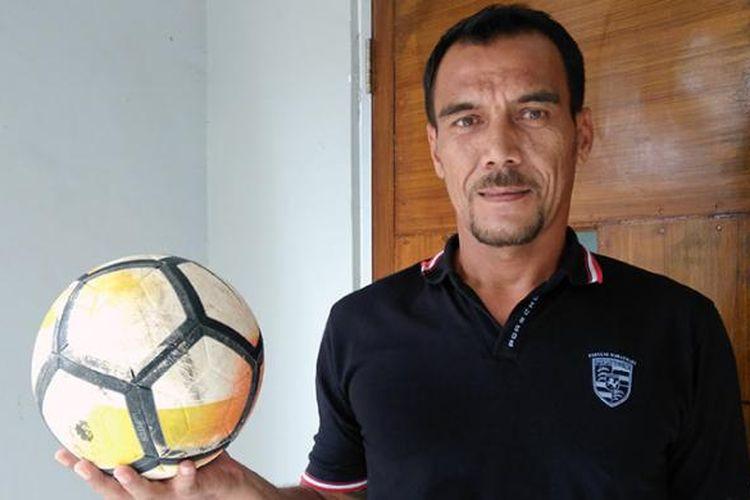 Erick Ibrahim yang kini sudah resmi menjadi pelatih kiper di tim Persela Lamongan.