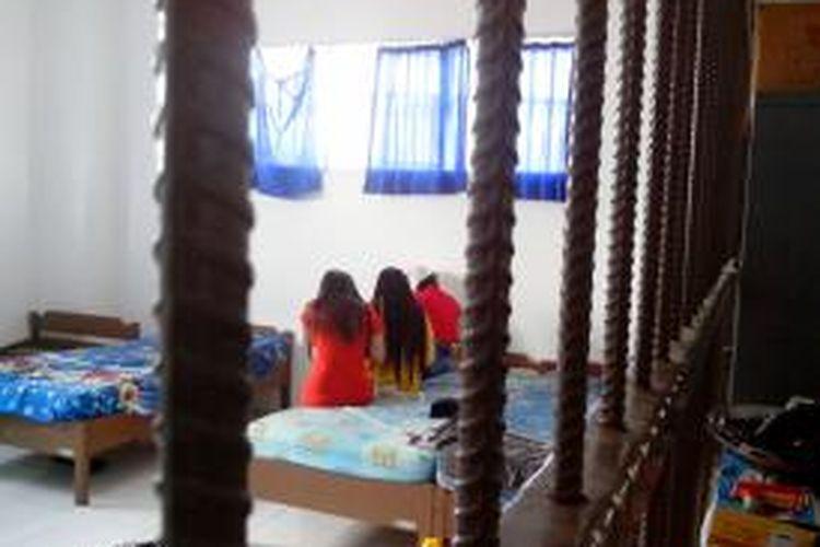Warga Malaysia menempati ruang detensi Imigrasi Nunukan. 4 warga Malaysia besok akan dideportasi melalui Pelabuhan Tunon Taka Nunukan karena memasuki Indonesia secara ilegal.