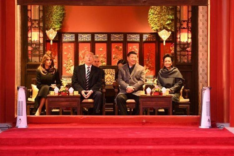 Presiden AS Donald Trump dan Melania Trump bersama dengan Presiden China Xi Jinping dan Peng Liyuan.