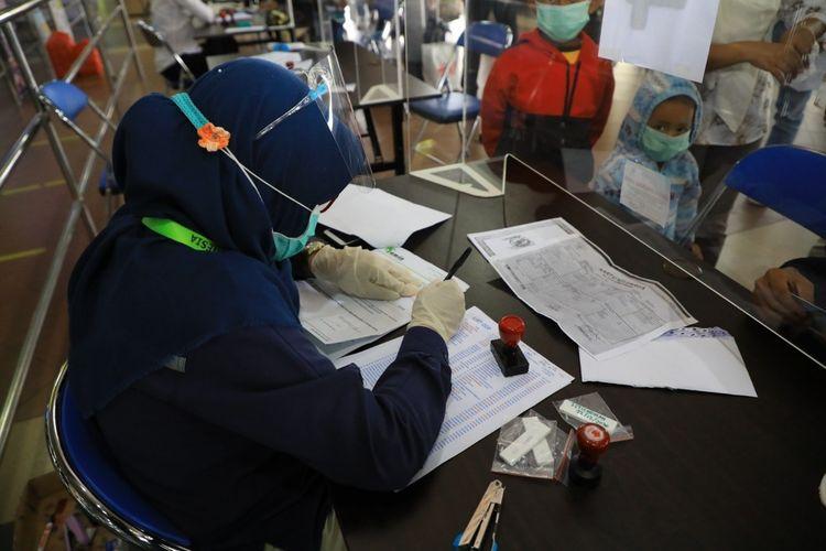 Sedikitnya saat ini sudah 34 calon penumpang di Bandara Hang Nadim, Batam, Kepulauan Riau (Kepri) diketahui rdt-ag positif usai menjalani rapid test antigen sebelum melakukan penerbangan ke daerah tujuan.