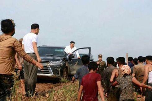 Kunjungi Daerah yang Terdampak Banjir, Kim Jong Un Naik Mobil Mewah