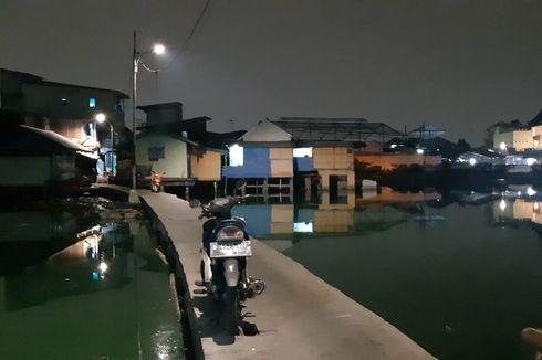 Ngerinya Berjalan di Jembatan Beton Kampung Apung yang Hanya Selebar 1,5 Meter...