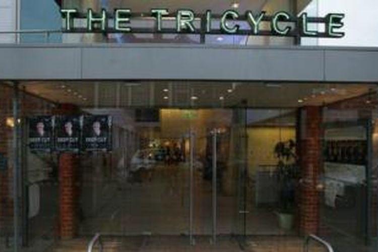 Teater Tricycle tolak putar film-film Yahudi Inggris selama mendapatkan biaya dari Kedutaan Besar Israel.