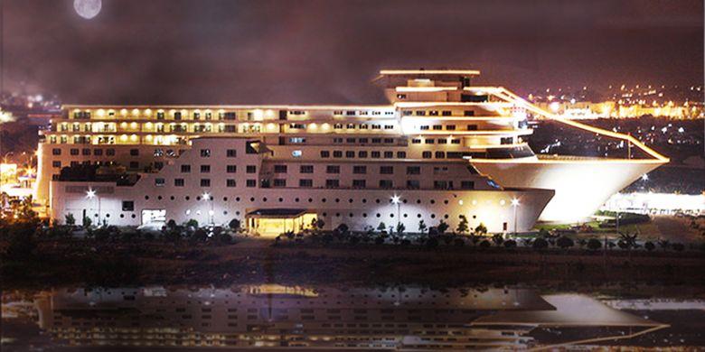 Pacific Palace Hotel, merupakan salah satu hotel berbintang yang unik dan menarik yang ada di Kota Batam, Kepulauan Riau (Kepri). Sebab selain hotelnya berdesain mewah, model hotel ini menyerupai kapal pesiar.