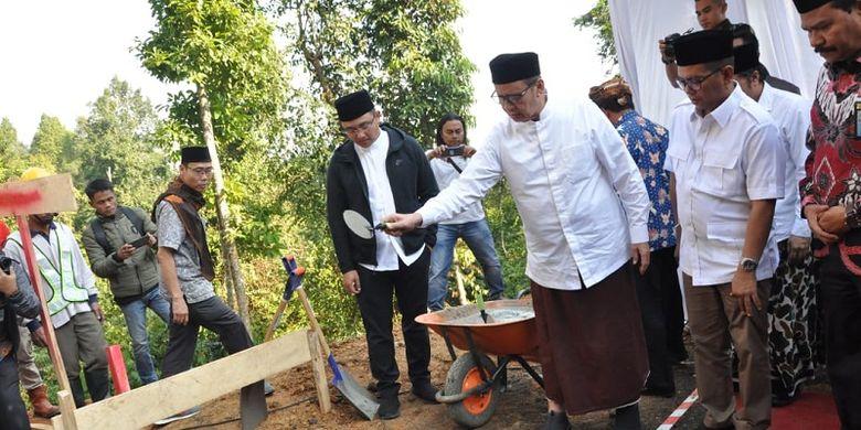 Gubernur Banten Wahidin Halim melakukan peletakan batu pertama Masjid Rahmatan Lilalamin pada Kamis (24/10/2019)