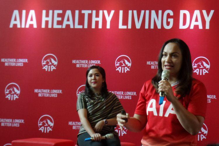 Head of Brand and Communication PT AIA Financial Kathryn Monika Parapak (kanan) ketika memaparkan AIA Healthy Living Index 2018 di Elite Club, Epicentrum, Jakarta Selatan, Kamis (6/12/2018).