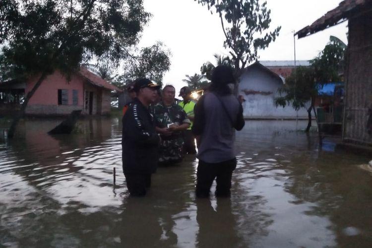 Sebanyak  61 rumah dan 150 hektar sawah dan tambak di Dusun Mekarjaya, RT 016 RW 008, Desa Tambaksumur, Kecamatan Tirtajaya, Kabupaten Karawang, Rabu (30/1/2019), terendam banjir.