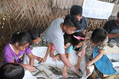 Anak-anak Ini Lepasliarkan 700 Belut yang Ditangkap dengan Setrum