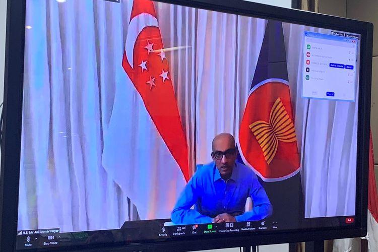 Dubes Singapura untuk Indonesia Anil Kumar Nayar bertanya kepada Airlangga Hartarto tentang rencana pemerintah meluncurkan RUU Cipta Kerja (Omnibus Law).
