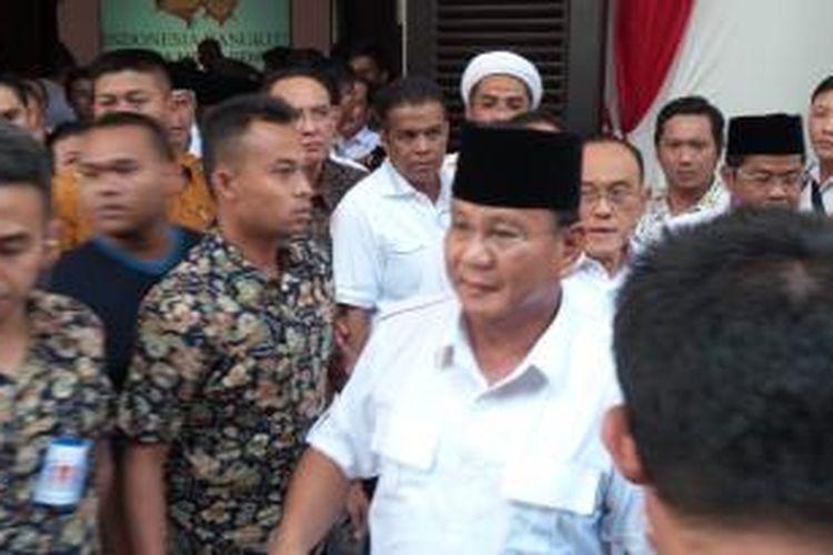 Calon presiden Prabowo Subianto hadir dalam jumpa pers di Rumah Polonia, Jakarta Timur, Selasa (22/7/2014). Prabowo menyatakan menolak pelaksanaan Pemilu Presiden 2014.