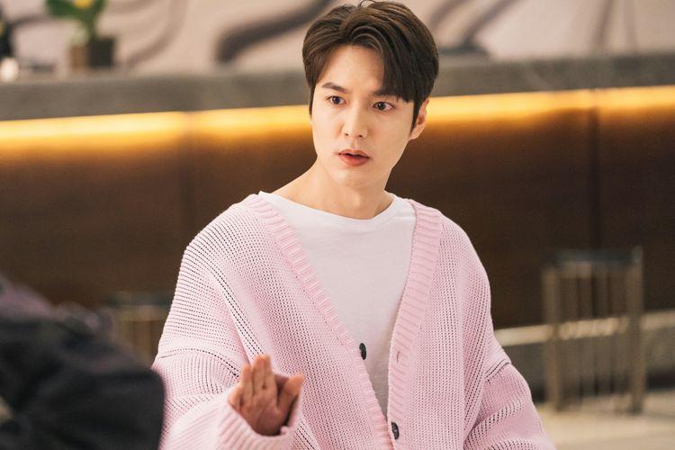 Aktor Lee Min Ho dalam adegan di drama Korea, The King: Eternal Monarch