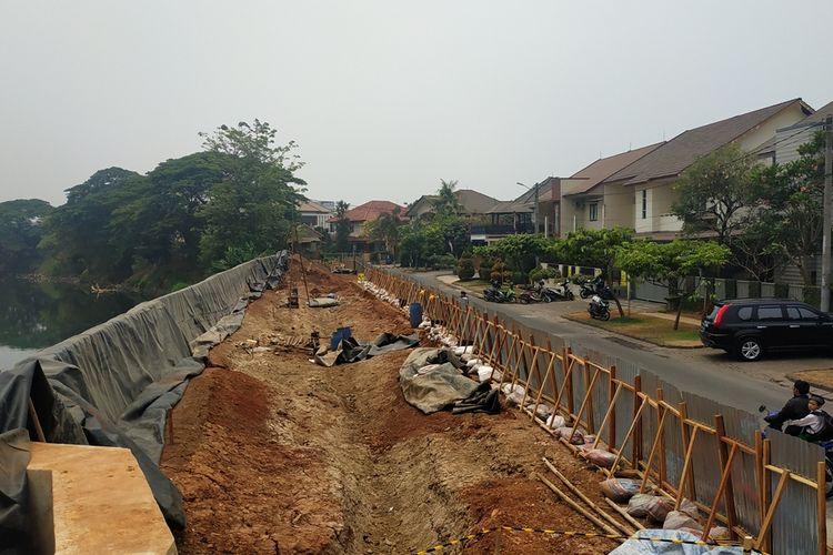 Perbaikan turap Kali Bekasi di perumahan Kemang Pratama, Pekayon jadi bagian dari rencana normalisasi drainase di Kota Bekasi jelang musim penghujan.