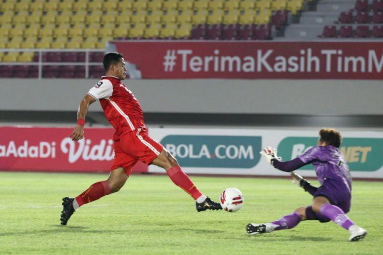 Aksi penyerang Persija Jakarta, Taufik Hidayat, pada laga leg kedua final Piala Menpora 2021 antara Persib dan Persija di Stadion Manahan, Solo, pada Minggu (25/4/2021) malam WIB.