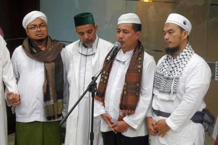 Salah satu perwakilan massa aksi 313, Usamah Hisyam, meminta pemerintah menghentikan upaya kriminalisasi terhadap para ulama.  Dia juga meminta Sekretaris Jenderal Forum Umat Islam (FUI) Muhammad Al-Khaththath dibebaskan. Al-Khaththath ditangkap pada Jumat (31/3/2017) dini hari di Hotel Kempinski, Jakarta Pusat, atas dugaan pemufakatan makar.  Hal tersebut dia ungkapkan saat bertemu Menteri Koordinator bidang Politik, Hukum dan Keamanan Wiranto di kantor Kemenko Polhukam, Jakarta Pusat, Jumat (31/3/2017).