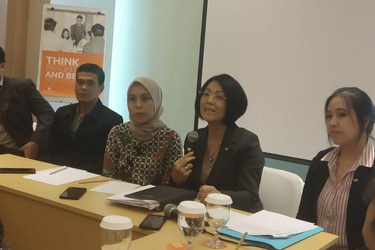 Kuasa hukum RS Mata Solo, Rikawati dan Humas RS Mata Solo, Azka Shovia dalam konferensi pers di Solo, Jawa Tengah, Rabu (27/11/2019).