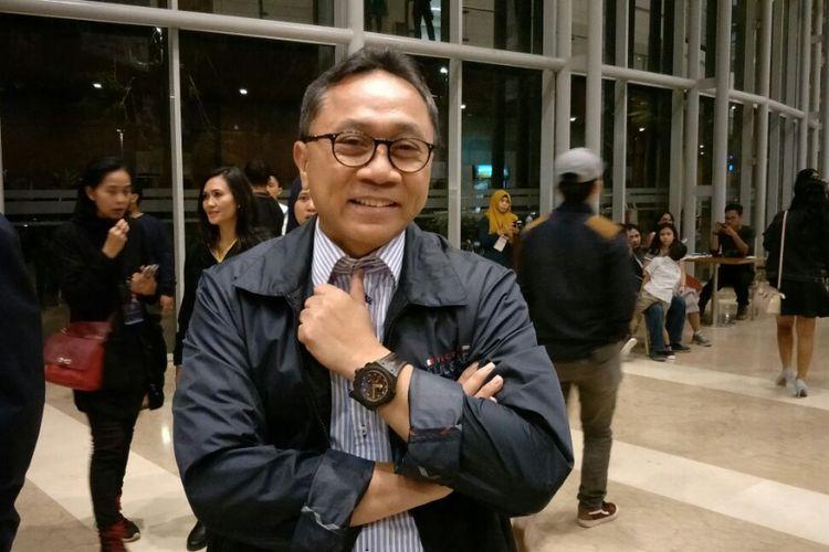 Ketua MPR RI Zulkifli Hasan menyaksikan konser pianis muda Indonesia Joey Alexander di Indonesia Convention Exhibition (ICE), BSD City, Tangerang, Minggu (12/11/2017).