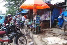 Tempat Sepi Pembeli, PKL Pasar Gembrong Jualan Lagi di Trotoar