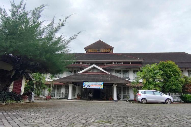 Hotel Crown di Jalan RE Martadinata, Kota Tasikmalaya, akan dijadikan ruang isolasi darurat pasien Covid-19 mulai hari ini, Rabu (16/12/2020).