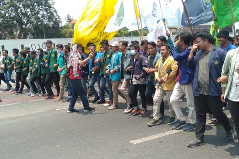 Demo Mahasiswa di Depan DPR, Massa Penuhi Jalan Gatot Subroto