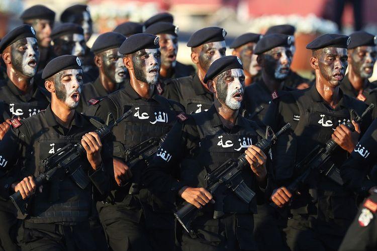 Pasukan militer Qatar saat mengikuti pawai kemerdekaan di Doha pada Desember 2017.