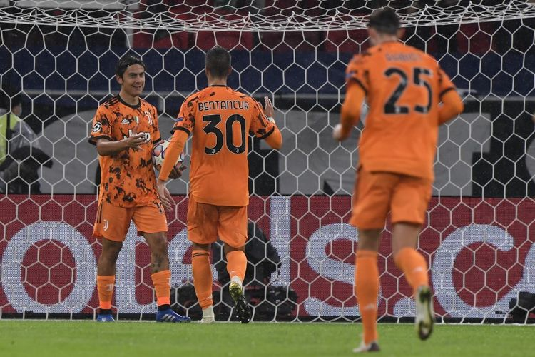 Penyerang Juventus, Paulo Dybala, merayakan gol ke gawang Ferencvaros pada laga Grup G Liga Champions di Puskas Arena, Budapest, pada Kamis (5/11/2020) dini hari WIB.