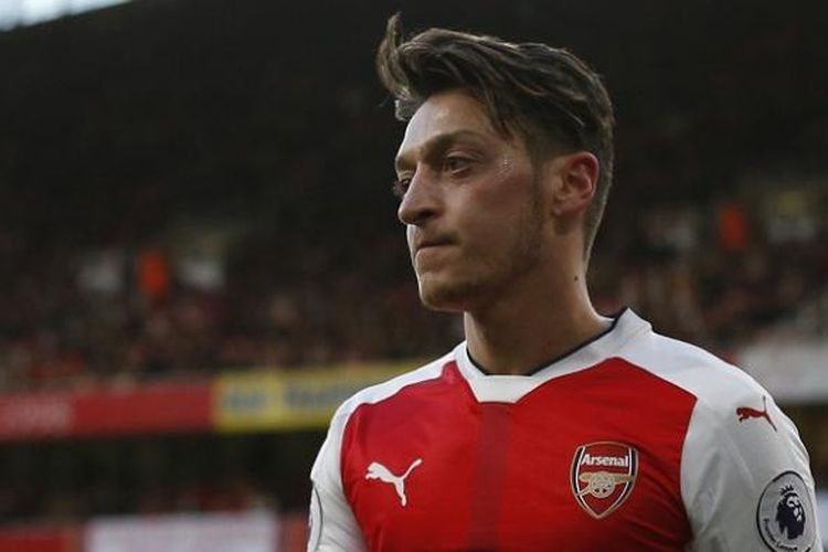 Gelandang Arsenal, Mesut Oezil, tampil dalam laga Premier League kontra West Bromwich Albion di Stadion Emirates, Senin (26/12/2016).