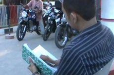 Petugas SPBU Catat Nomor Polisi Pembeli
