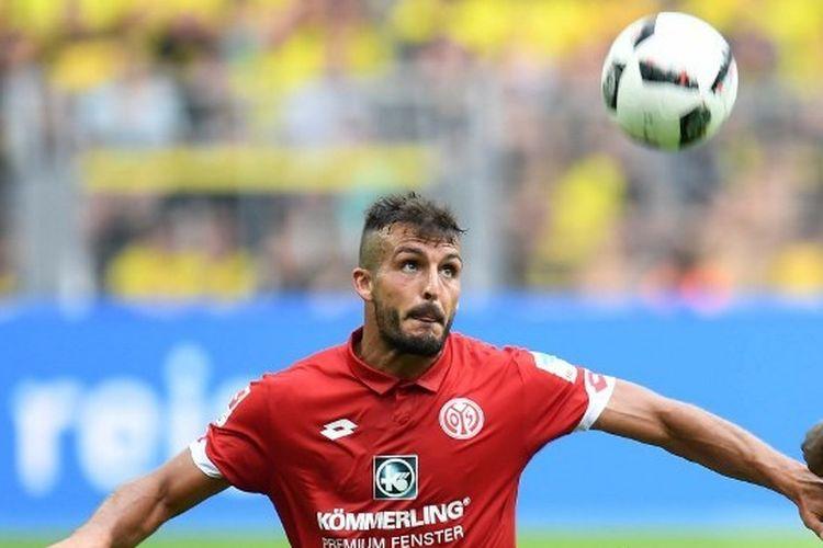 Bek Lecce, Giulio Donati, saat masih membela salah satu klub peserta Bundesliga, Mainz 05.