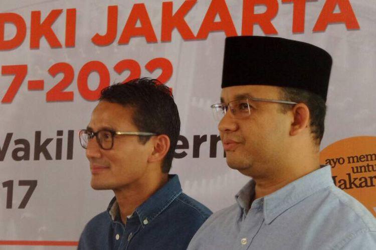 Gubernur dan wakil gubernur DKI Jakarta terpilih Anies Baswedan dan Sandiaga Uno di rapat pleno penetapan gubernur dan wakil gubernur DKI Jakarta terpilih 2017-2022 di kantor KPU DKI Jakarta, Jumat (5/5/2017).