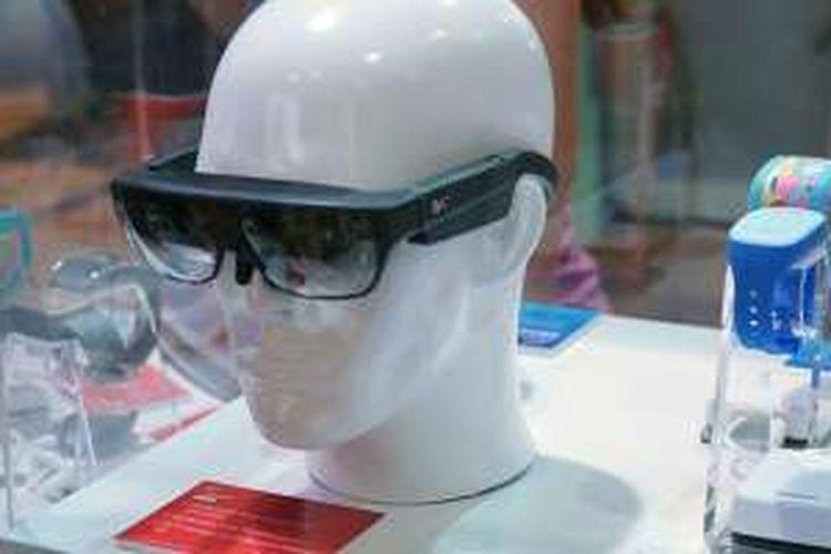 Beberapa jenis wearable device yang dipamerkan di booth Qualcomm dalam ajang Mobile World Congress 2016 di Barcelona, Spanyol