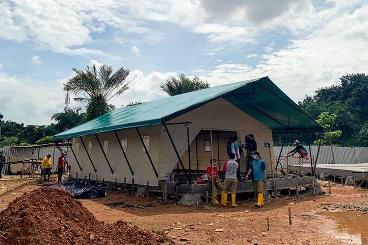 Tenda untuk karantina pasien Covid-19 di Zona dua Rumah Lawan Covid-19 Tangerang Selatan.