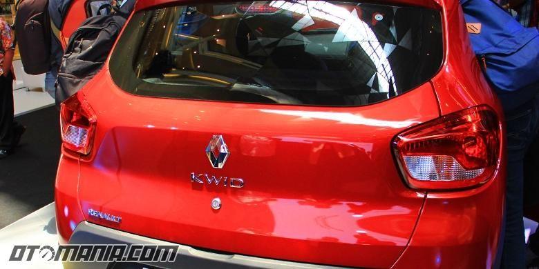 Renault Kwid tanpa wiper dan defogger belakang.