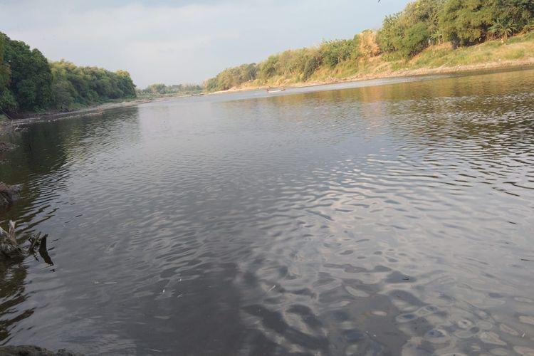 Kondisi air Bengawan Solo di Ngloram, Kecamatan Cepu, Kabupaten Blora, Rabu (8/9/2021)
