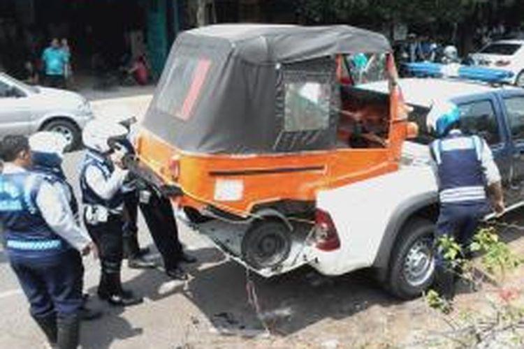 Bajaj yang diangkut petugas dishub di gandaria city