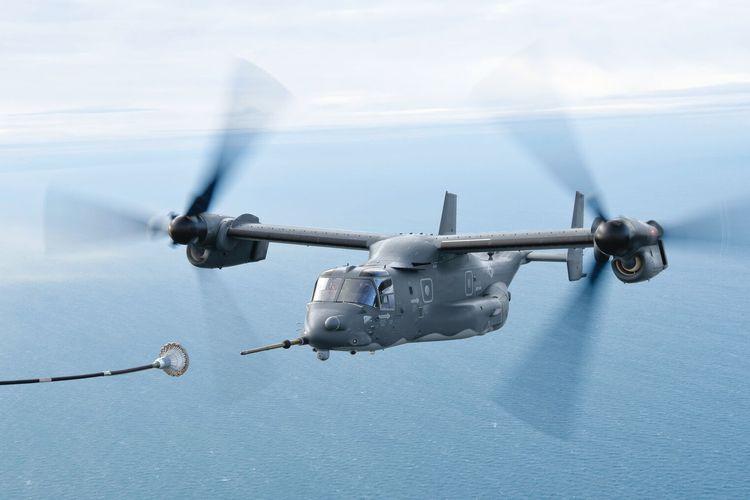 Helikopter Bell MV-22 Osprey memiliki kapabilitas pengisian bahan bakar di udara (air-to-air) refuelling, sehingga daya jelajahnya bisa bertambah.