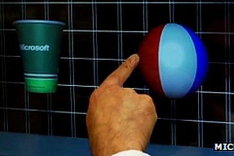 Layar sentuh 3D mengendalikan resistensi sentuihan jari pengguna.