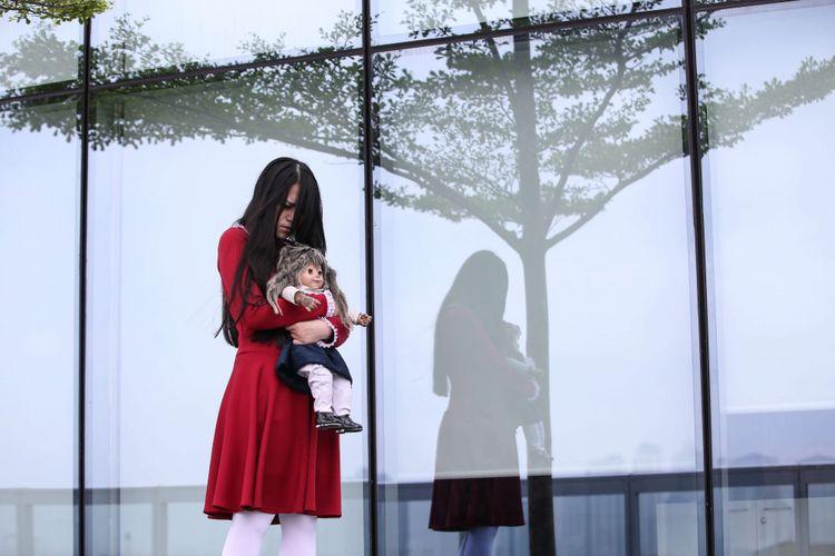 Marie Antoinette Riana Graharani aktris pemeran Riana dalam film The Sacred Riana : Beginning, saat mengunjungi Kantor Redaksi Kompas.com di Menara Kompas, Jakarta, Rabu (6/3/2019). Film bergenre horor ini akan tayang di boskop mulai 14 Maret mandatang.
