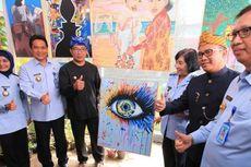 Rayakan Hari Ibu di Lapas Sukamiskin, Ridwan Kamil Beli Lukisan