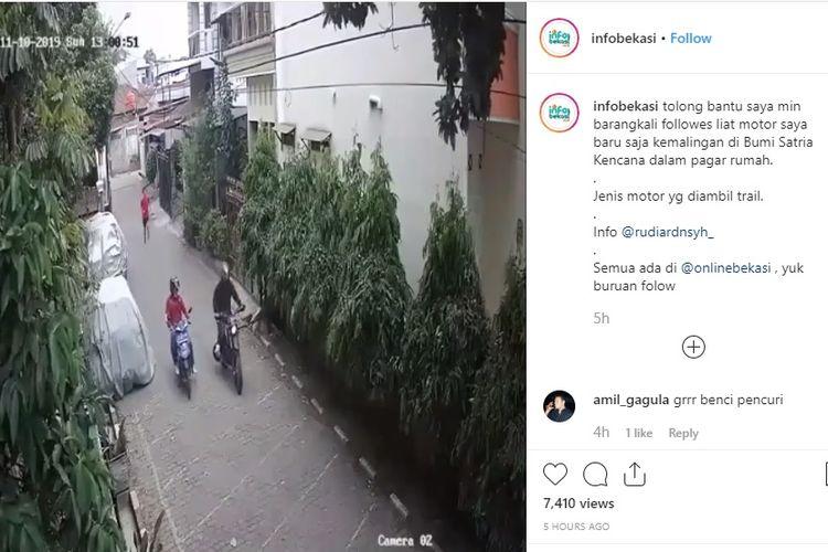 Kamera CCTV merekam aksi pencurian motor trail di Bekasi (Instagram Info Bekasi)