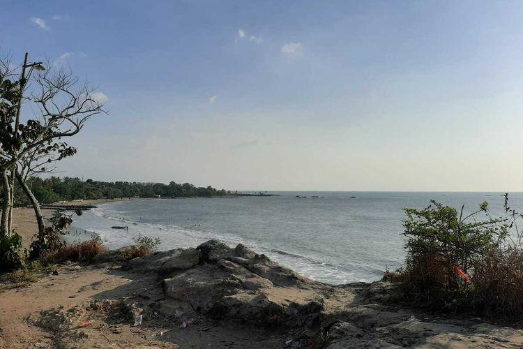 Salah satu pantai yang berada di Kawasan Pantai Anyer, Kabupaten Serang, Banten. Pantai Anyer yang menjadi primadona destinasi wisata dihebohkan dengan harga tiket mahal.