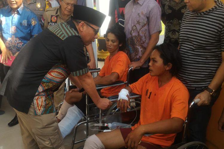 Kapolda Sumsel Irjen Pol Zulkarnain Adinegara saat menginterogasi kedua pelaku pembunuhan MZ (24), yakni Hendri (18) dan Nang (20), Jumat (29/3/2019).