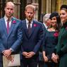 Berbagai Gaya Kate Middleton dengan Hiasan di Kepala...