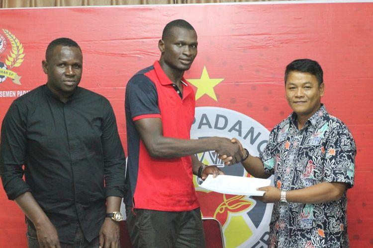 Semen Padang resmi mengontrak Barthelemy dan menjadi pemain asing keempat